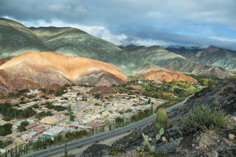 Multicolored bergen als Cerro DE los 7 colores worden bekend die stock fotografie