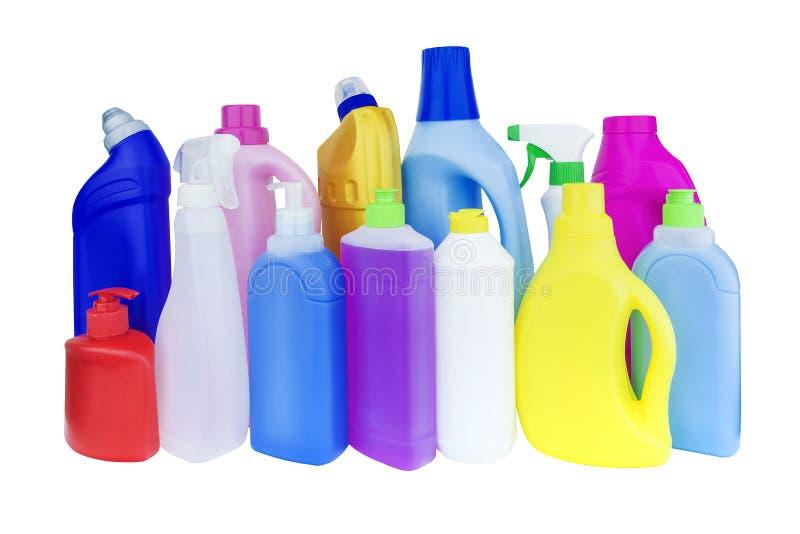 Multicolored flessen met huishoudenchemische producten stock afbeelding