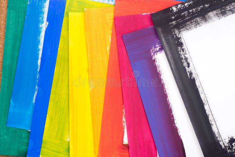Multicolored geschilderde document bladen stock foto's