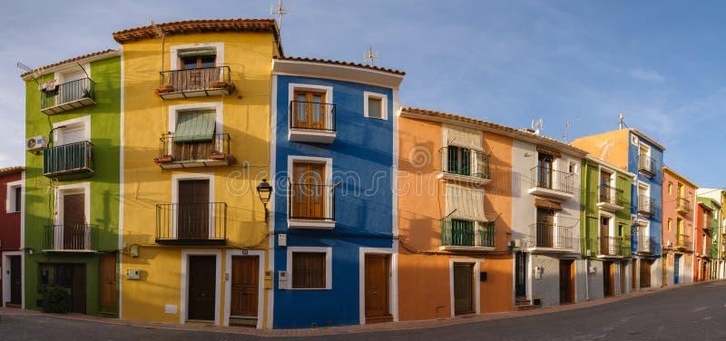 Multicolored huizen van panoramavillajoyosa, Spanje stock afbeelding