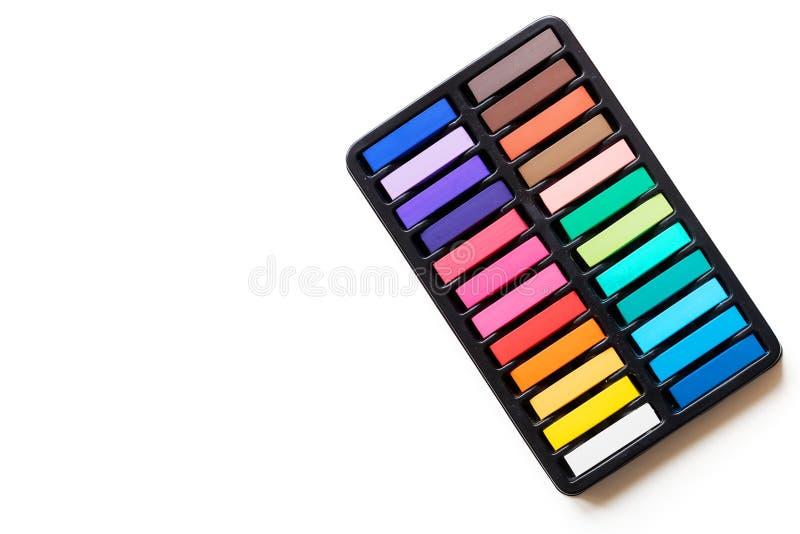 Multicolored krijt in de doos stock illustratie