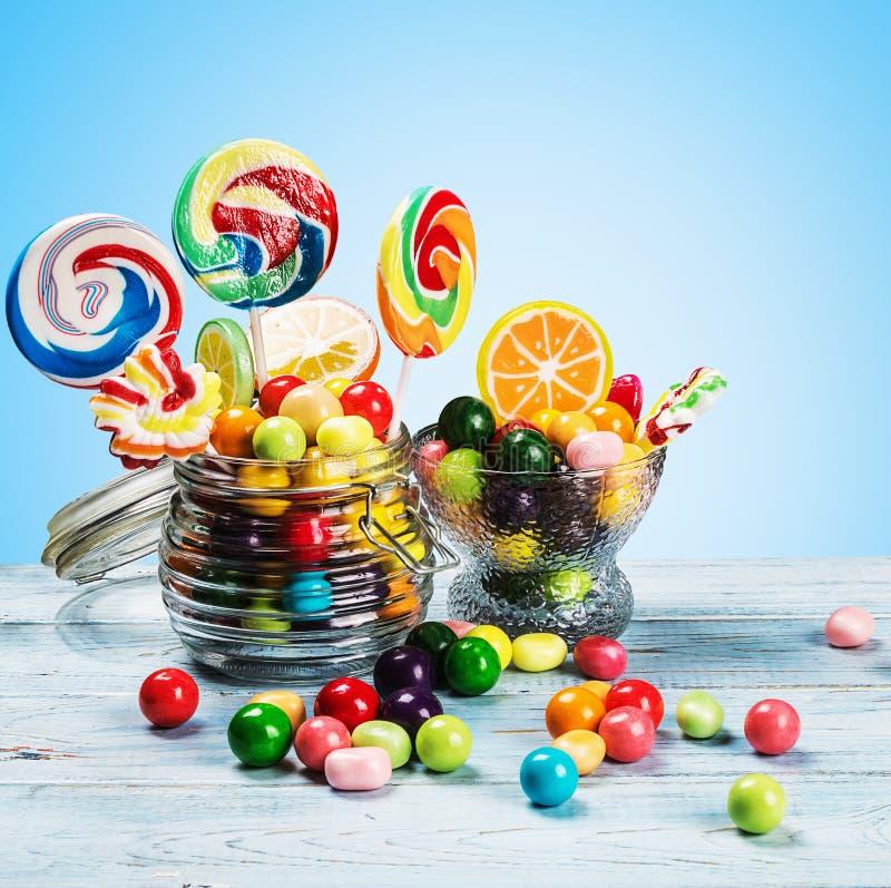 Multicolored lollys, suikergoed en kauwgom stock foto's