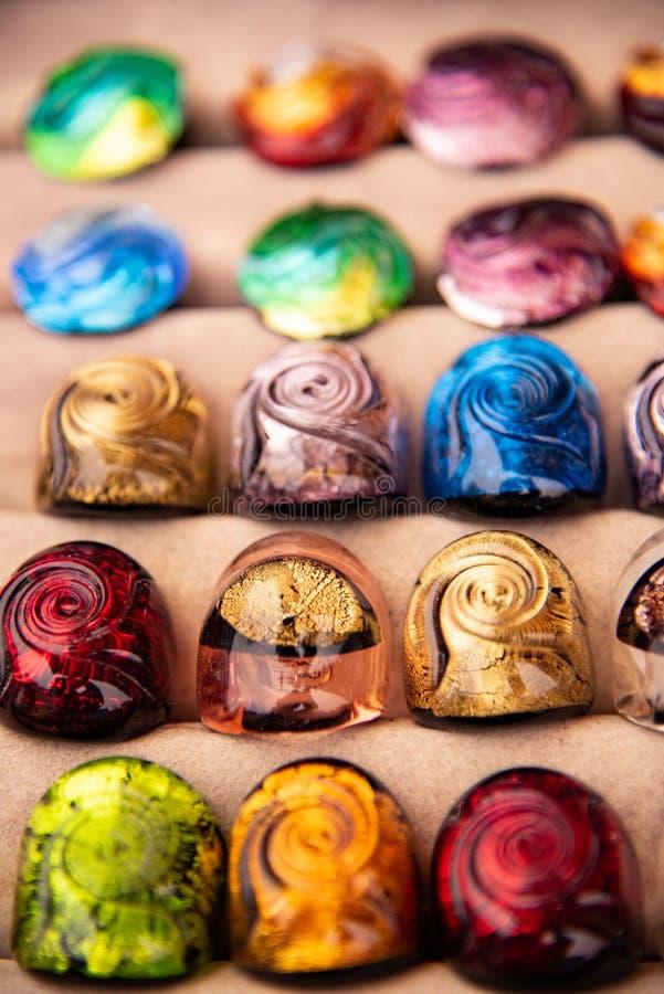 Multicolored Murano-voorwerpen van de glaskunst Artistieke totstandbrenging typisch van het Venetiaanse eiland royalty-vrije stock foto