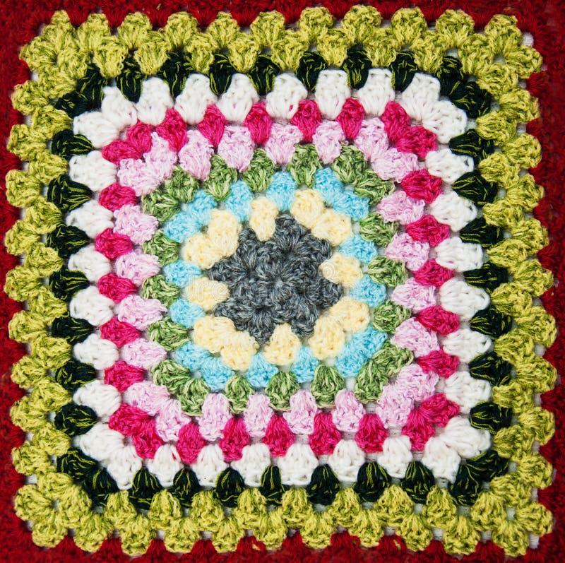 Multicolored plaidvierkant van gehaakt stock foto's
