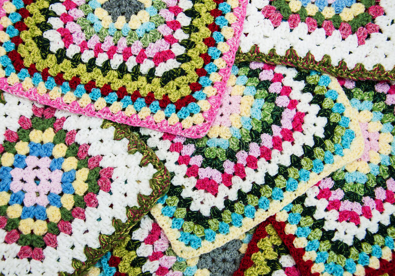 Multicolored plaidvierkanten van gehaakt royalty-vrije stock afbeelding