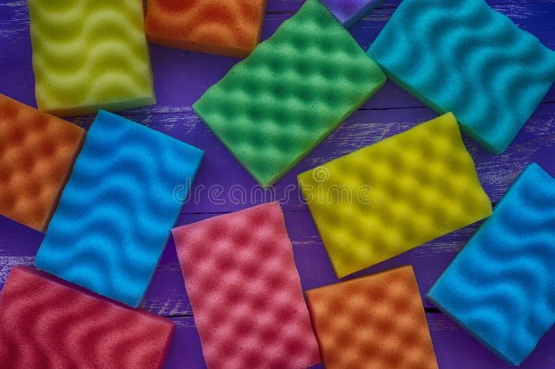 Multicolored sponsen voor was stock fotografie