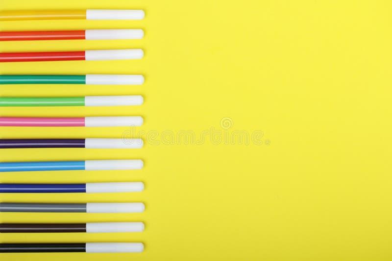 Multicolored tellers bij heldere achtergrond stock afbeelding