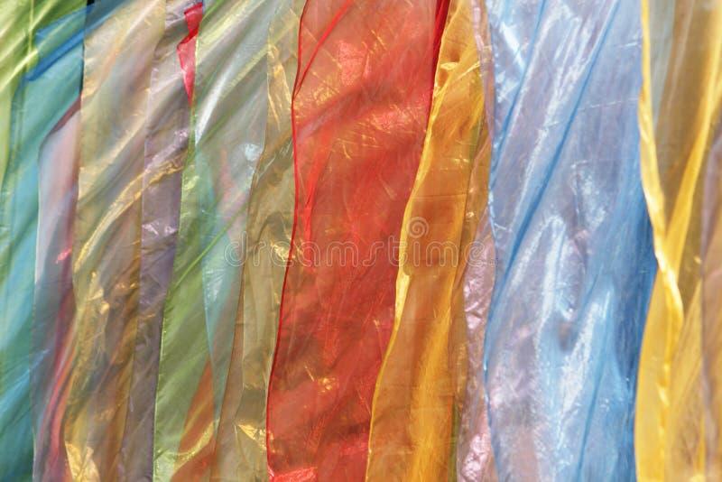 Multicolored vlaggen op wind stock afbeeldingen