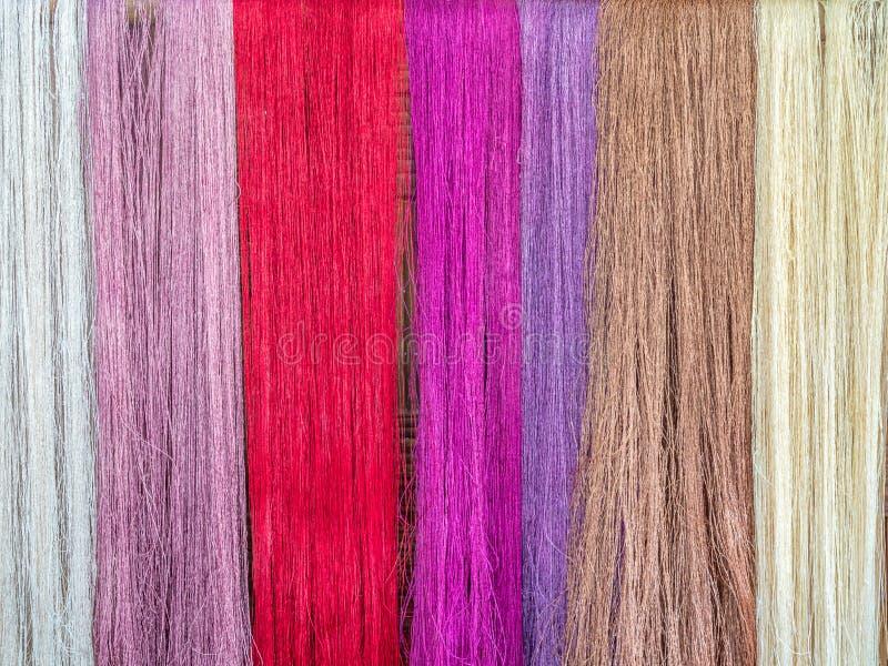 Multicoloured naturalni jedwabie Organicznie lao barwidła, Luang Phabang zdjęcia stock