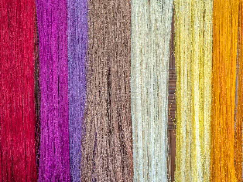 Multicoloured naturalni jedwabie Organicznie lao barwidła, Luang Phabang fotografia stock