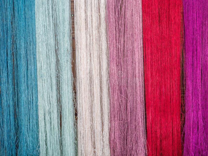 Multicoloured natuurlijke zijde Organische lao kleurstoffen, Luang Phabang royalty-vrije stock foto