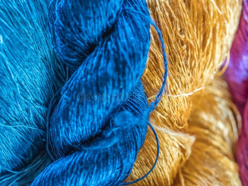Multicoloured natuurlijke zijde Organische lao kleurstoffen, Luang Phabang stock fotografie