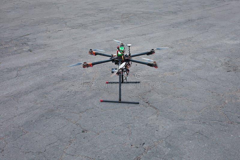 Multicopter登陆对地面 库存图片