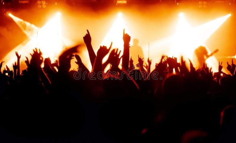 Multidão Cheering imagens de stock royalty free