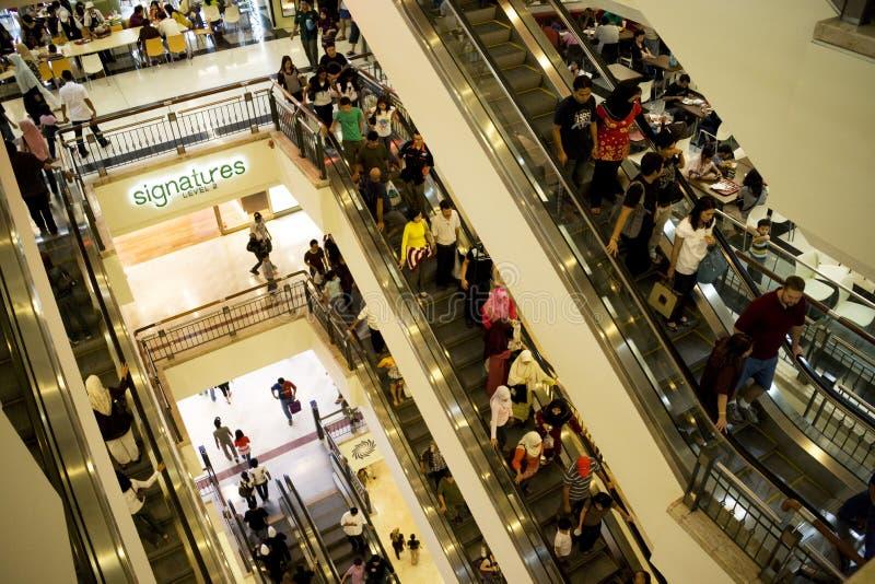 Multidão da compra imagem de stock