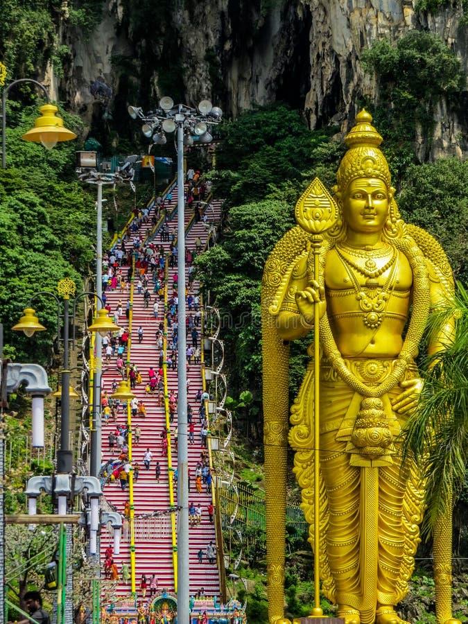 Multidão de hindus, cavernas de Batu, Malásia fotografia de stock