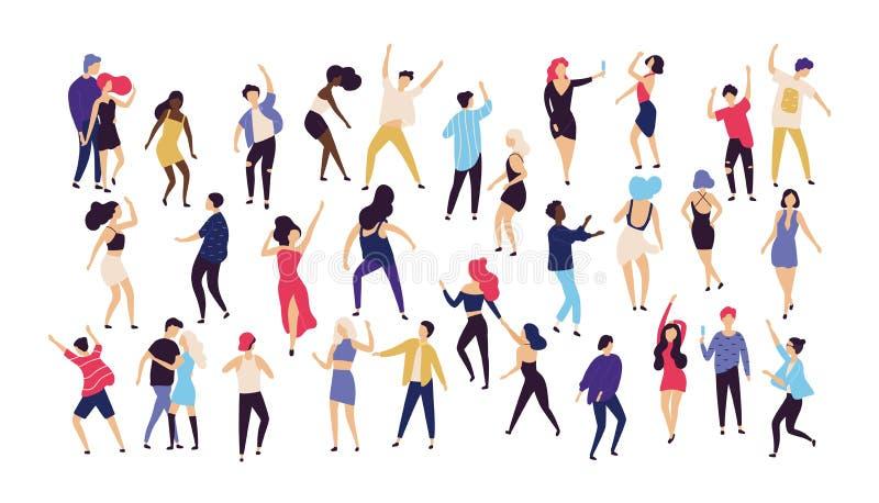 A multidão de homens novos e de mulheres vestiu-se na roupa na moda que dança no clube ou no concerto da música Grande grupo de h ilustração stock