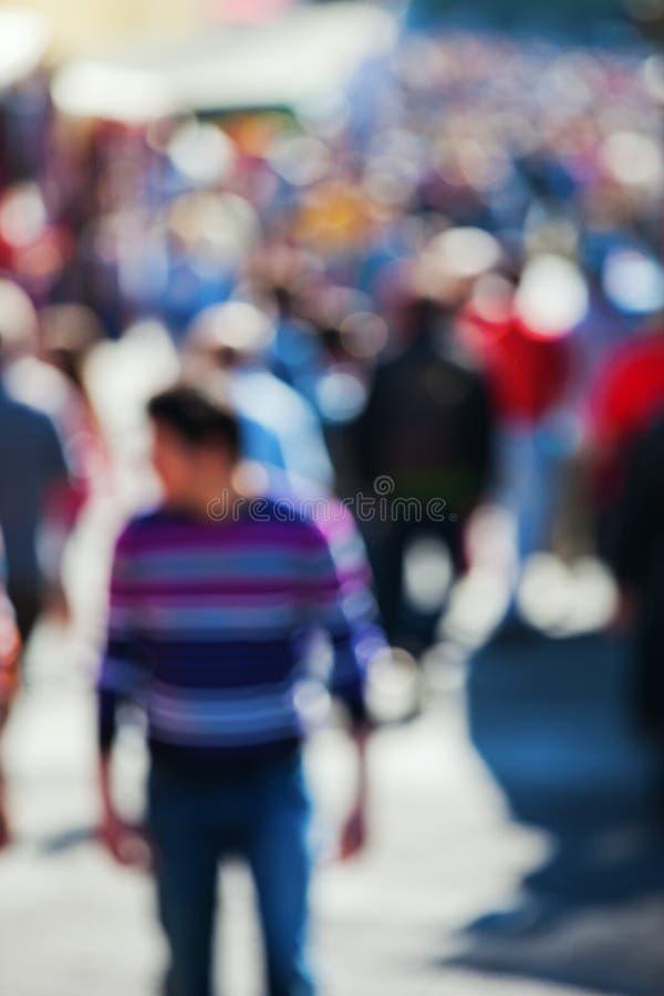 Multidão de povos fora de foco foto de stock