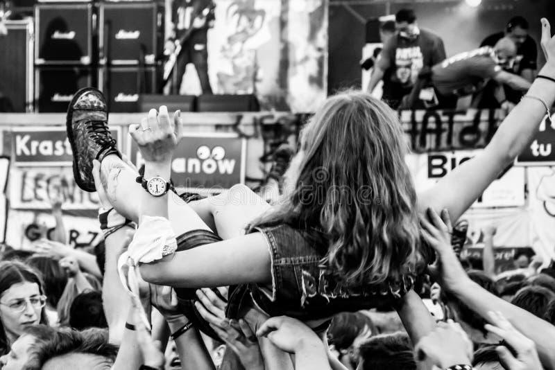 Multidão do concerto de rocha em Przystanek Woodstock 2014 fotografia de stock