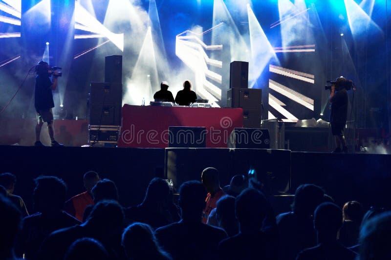 Multidão do concerto de Techno imagem de stock royalty free
