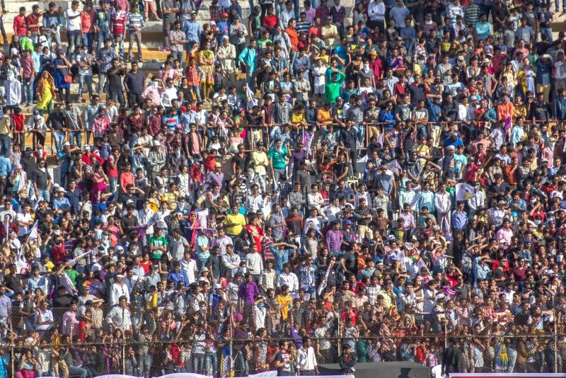 Multidão do grilo