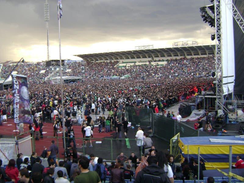 A multidão em rochas de Sonisphere Sófia fotografia de stock royalty free