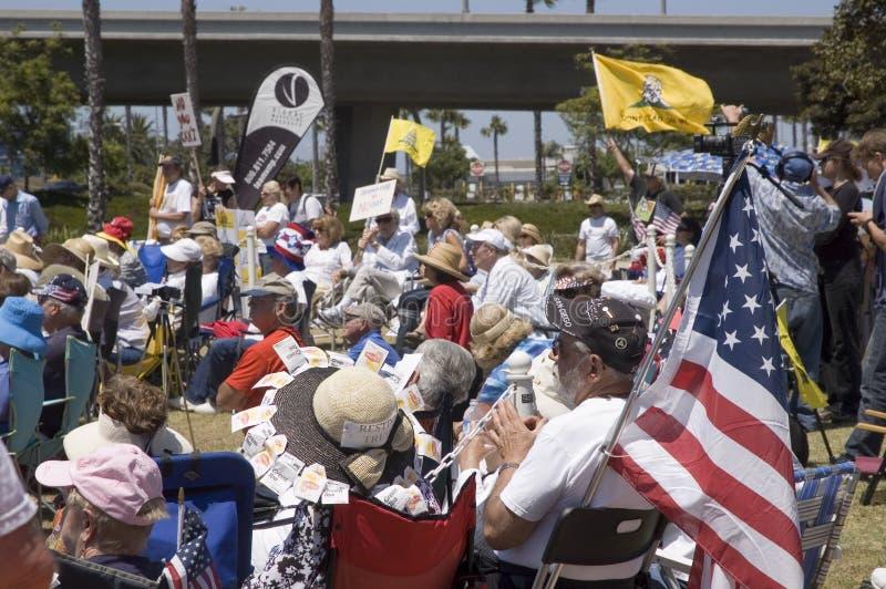 Multidão na reunião do partido de chá de um doutor imagens de stock