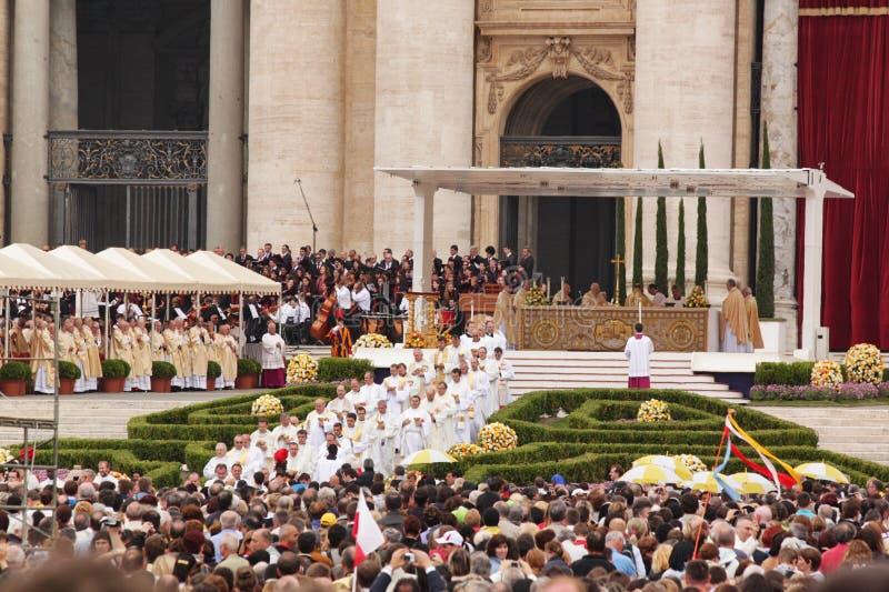 Multidão no quadrado do st peter foto de stock royalty free