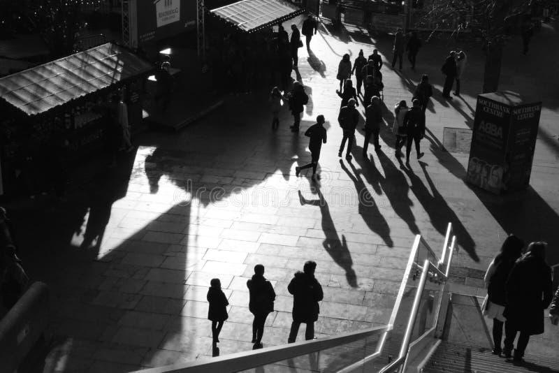 Multidões de sombras Londres imagens de stock royalty free
