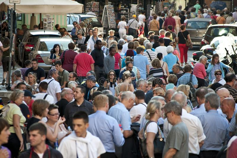 Multidões de turistas, Roma, Itália fotos de stock