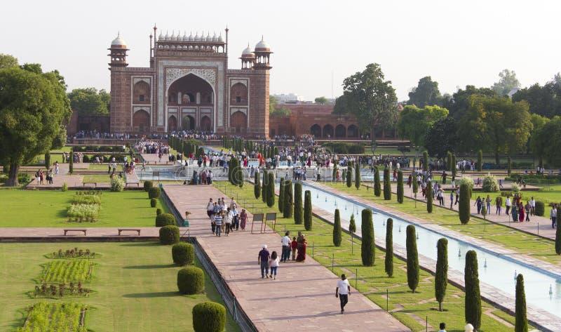 Multidões em Taj Mahal, Agra fotos de stock