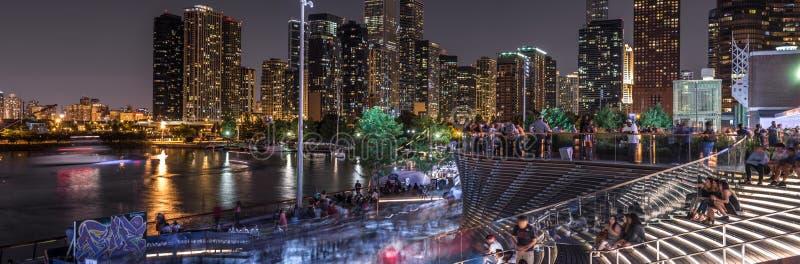 Multidões no cais da marinha do ` s de Chicago imagem de stock royalty free