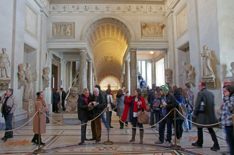 Multidões no museu de Vatican imagem de stock