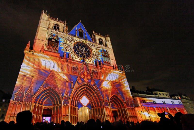 A multid?o na catedral de Saint-Jean foto de stock