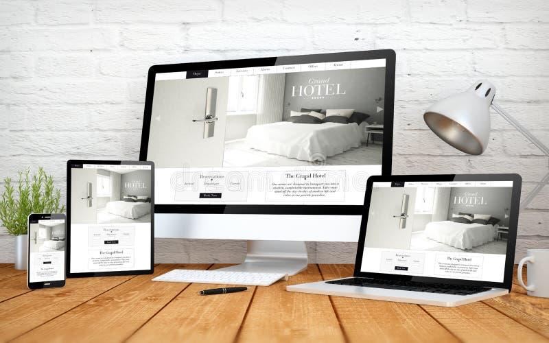 multidevices responsivos da tela do projeto do Web site do hotel foto de stock royalty free
