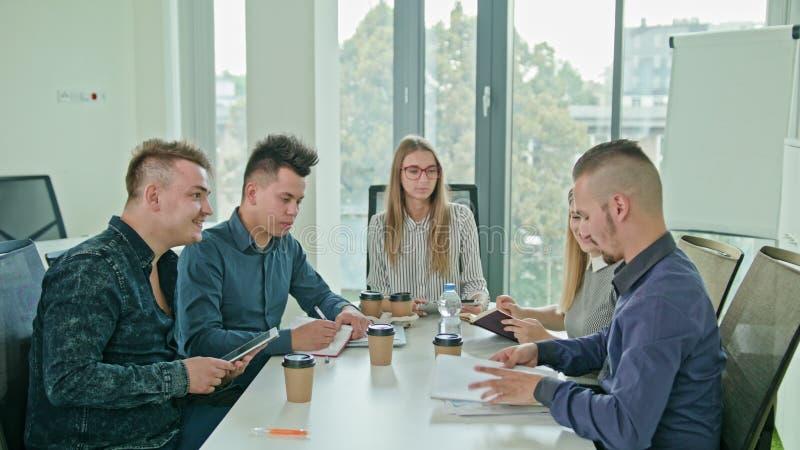 Multiethnisches Geschäft Team Meeting lizenzfreie stockbilder