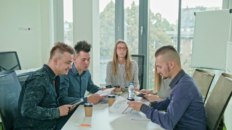 Multiethnisches Geschäft Team Meeting stockfoto