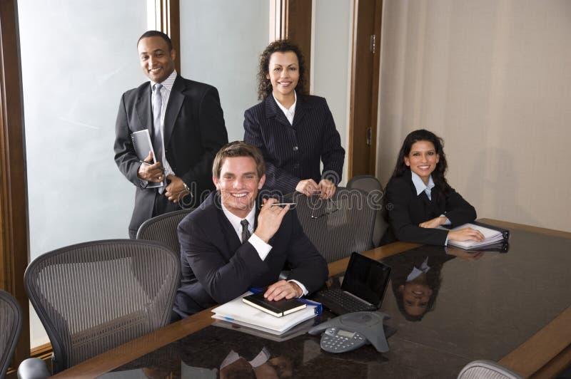 Multiethnisches Geschäftsteam stockfotos