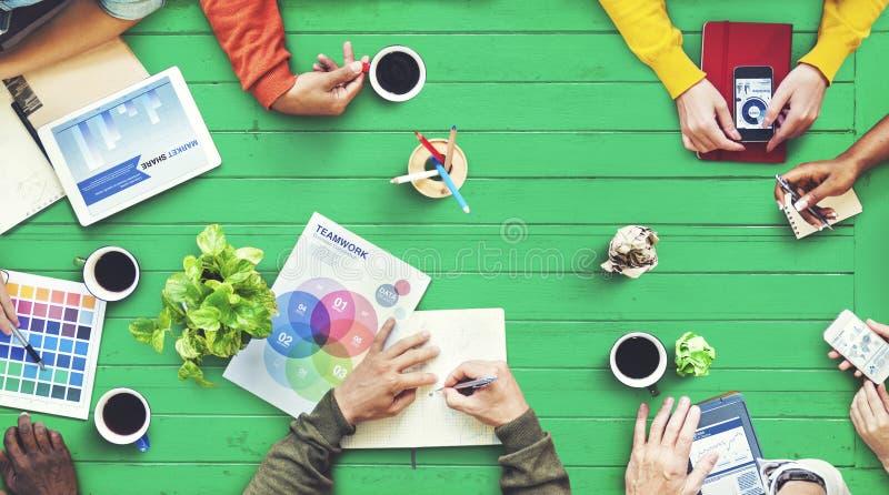 Multietnisk formgivare Brainstorming Contemporary Concept royaltyfria foton