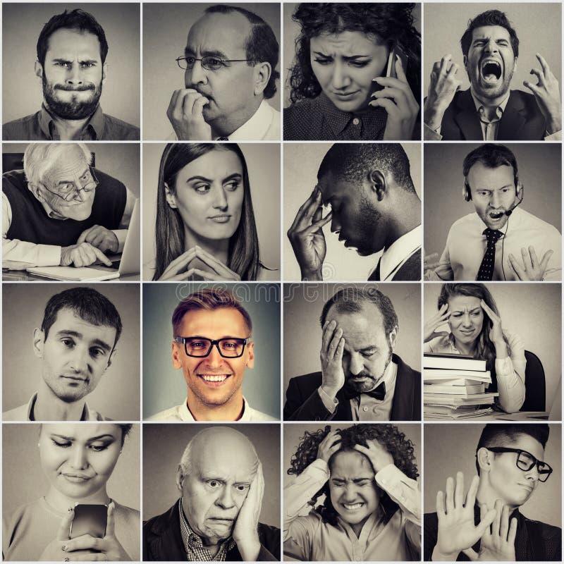 Multietnisk grupp av frustrerat, ledset stressat folk och den lyckliga mannen royaltyfri bild