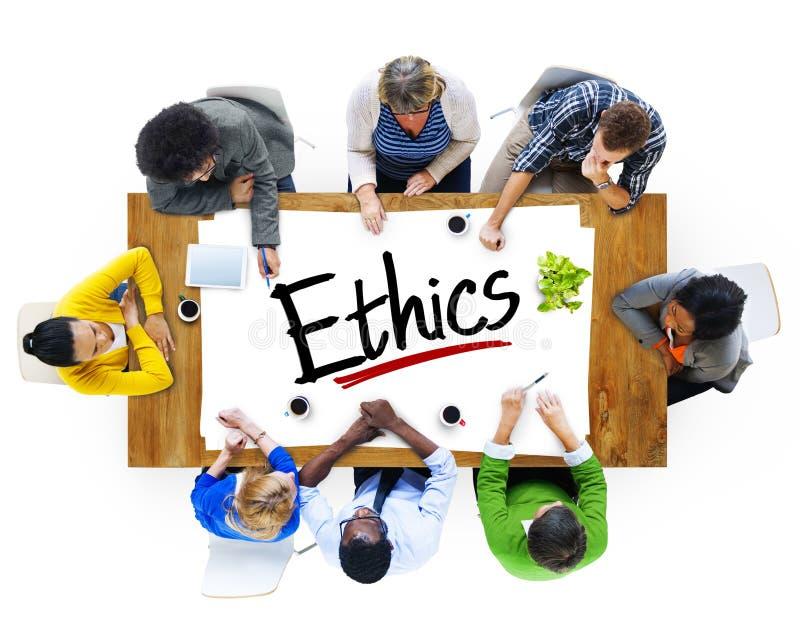 Multietnisk grupp människor som diskuterar om etik royaltyfria bilder