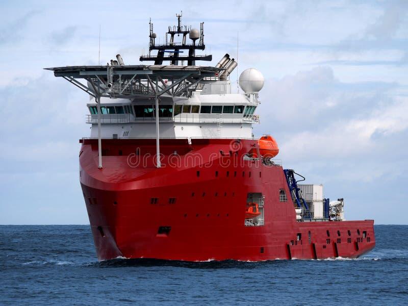 Multifunctioneel Steunschip op zee stock afbeelding