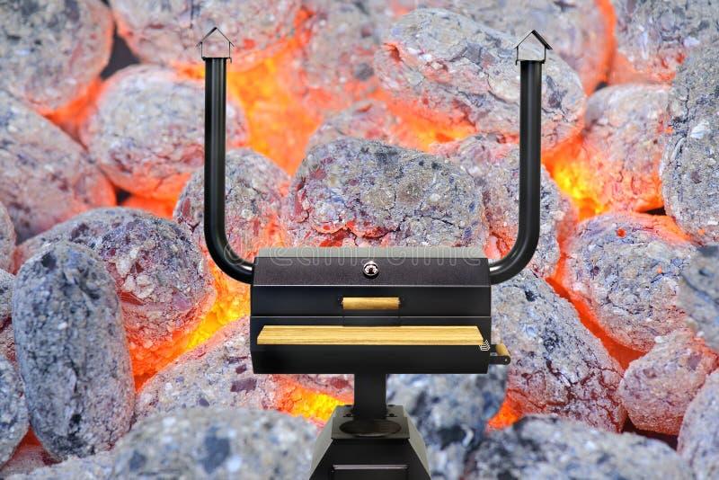 Multifunctionele kokende oven, gloeiende houtskool stock foto's