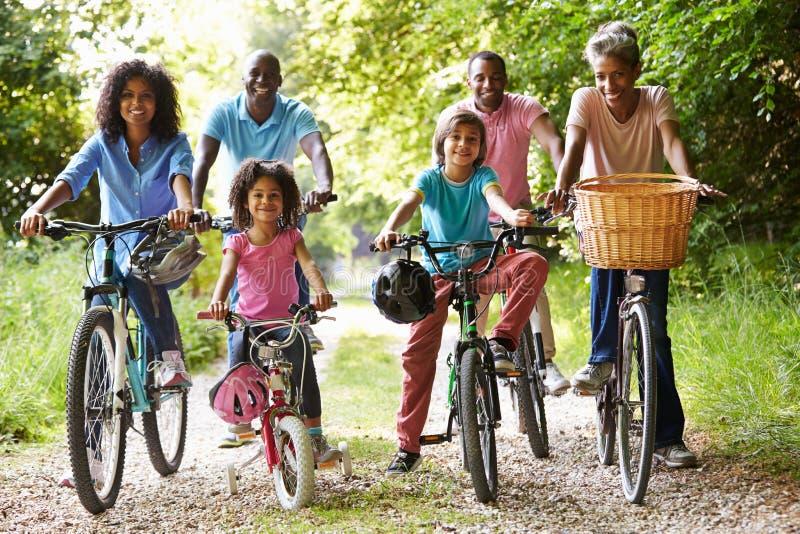Multigeneratie Afrikaanse Amerikaanse Familie op Cyclusrit