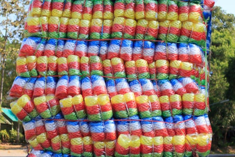 Multikleuren Plastic kabel op vrachtwagen stock foto