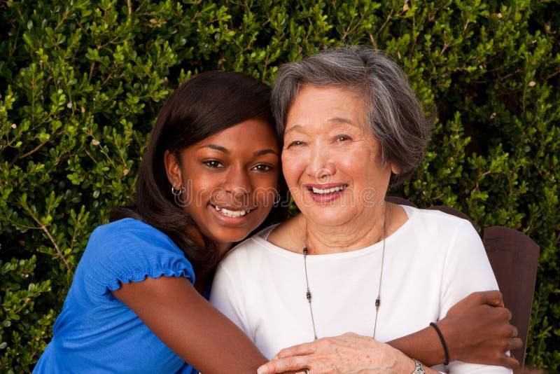 Multikulturelle und Generations-Afrauen Vorbild lizenzfreies stockfoto