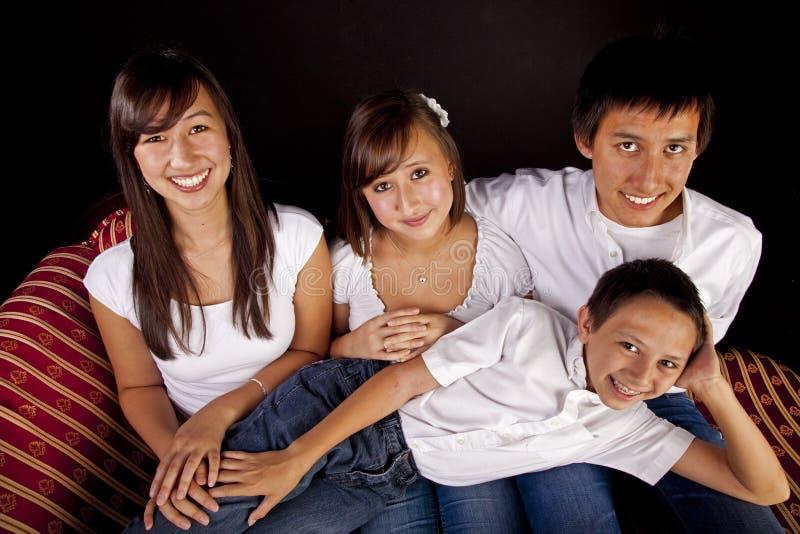 Multikulturelles Familien-Portrait stockfoto
