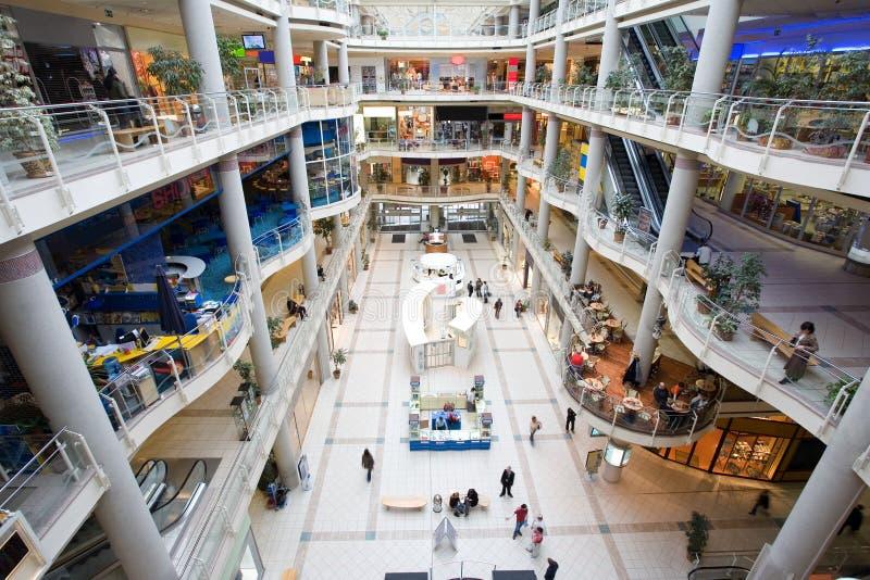 multilevel shopping för galleria arkivbild