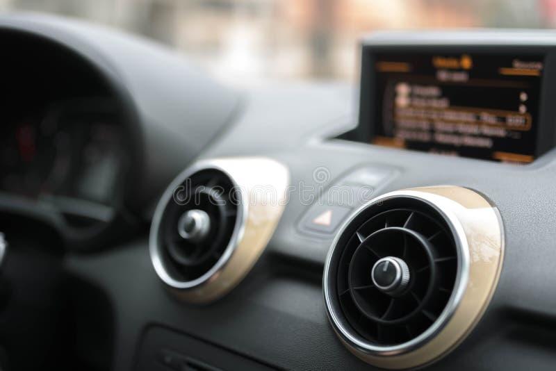 Multimedias del coche - altavoces imágenes de archivo libres de regalías