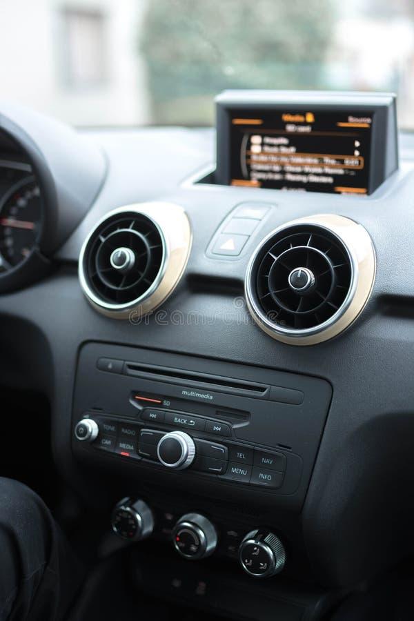 Multimedias del coche - altavoces foto de archivo libre de regalías